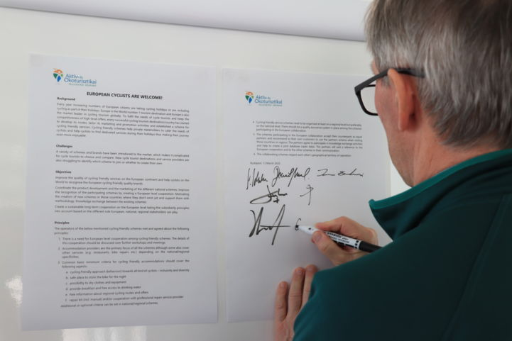 Signing the Declaration 'European Cyclists are Welcome!